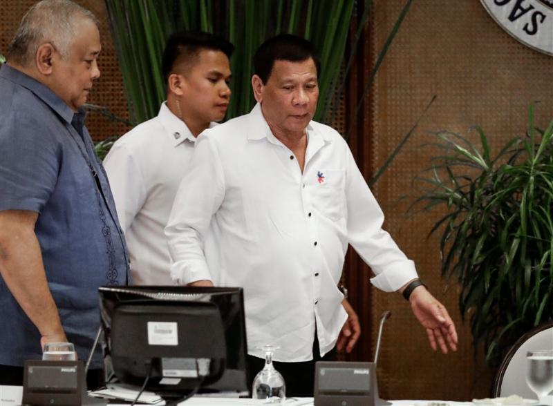 Duterte stuurt politie weer op drugsjacht