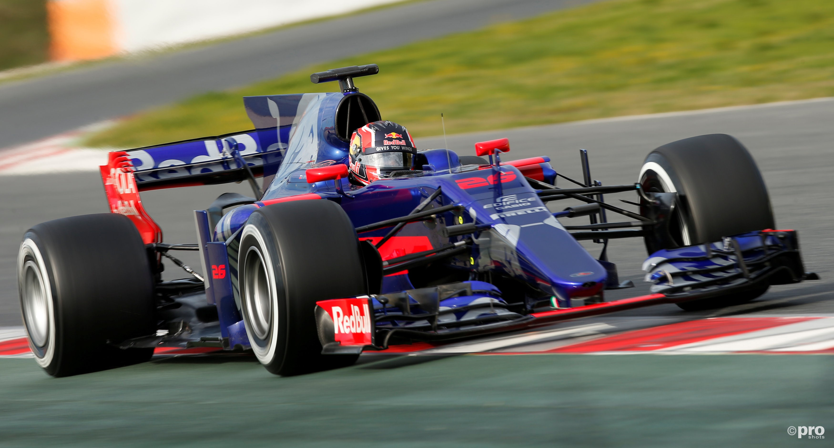 Daniil Kvyat in actie in de nieuwe Toro Rosso (Pro Shots/Action Images)