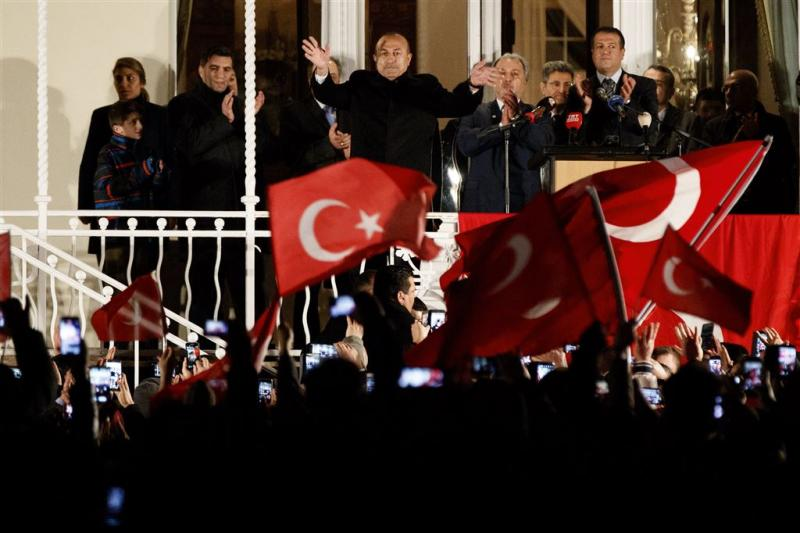 Turkse minister speecht vanaf balkon