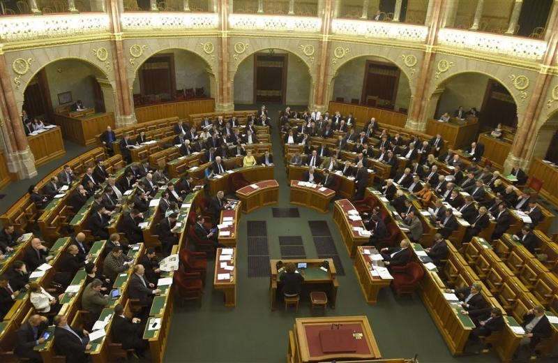 Hongarije wil asielzoekers vastzetten