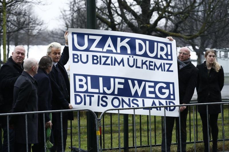 Wilders demonstreert bij Turkse ambassade