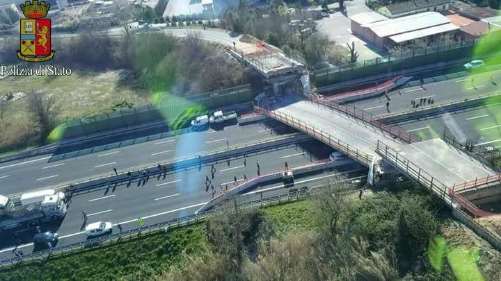Viaduct stort op snelweg Italië: twee doden
