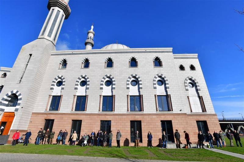 'Moslim-kritische partijen laten het afweten'
