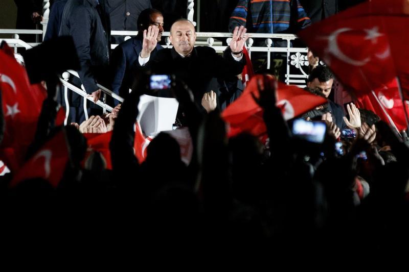 Turkse minister dreigt Nederland met sancties