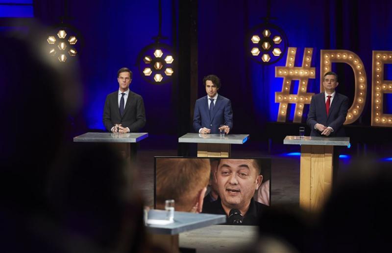 Rivalen eisen klare wijn Rutte over wietteelt