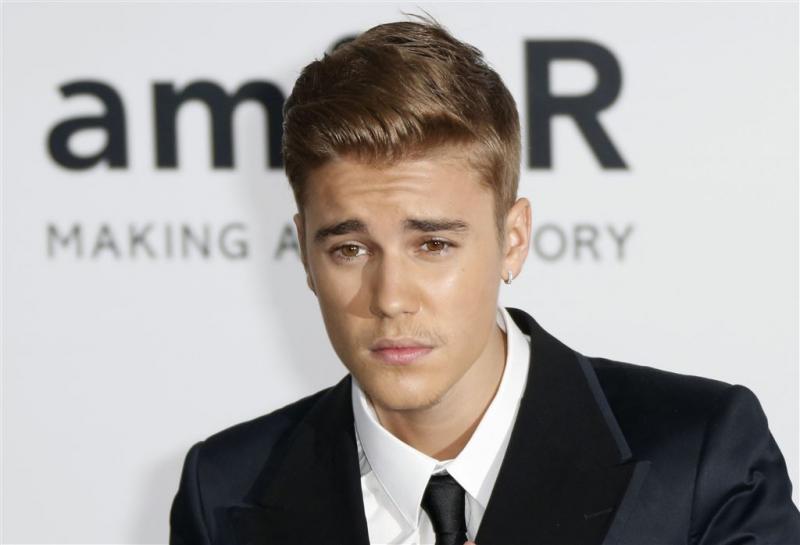 Justin Bieber feest met modellen