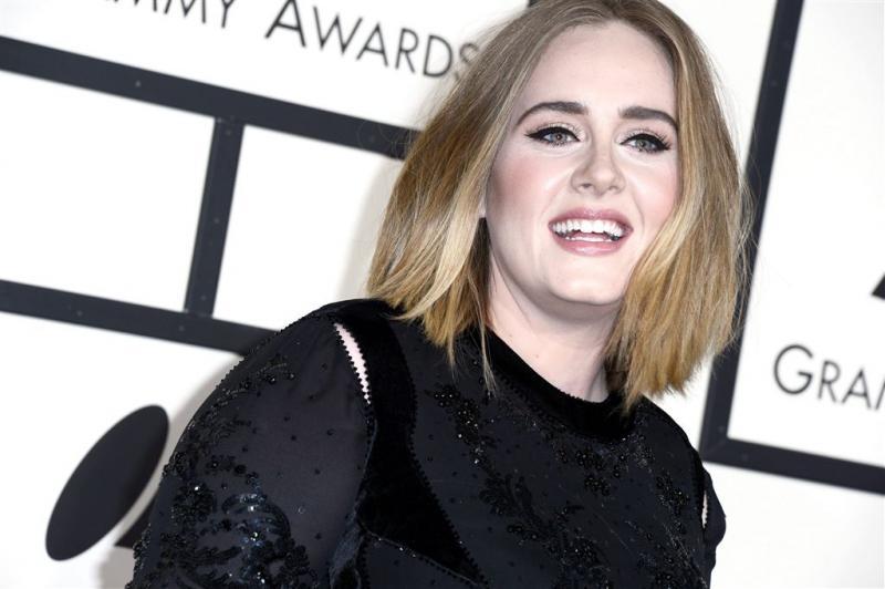 Adele biecht geheim Twitteraccount op