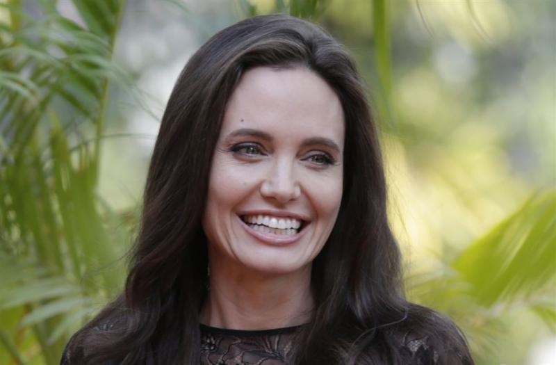 Angelina Jolie blijft in Amerika wonen