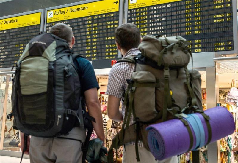 Staking op vliegvelden Berlijn verlengd