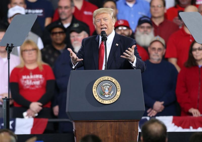 Trump suggereert meer info over telefoontap