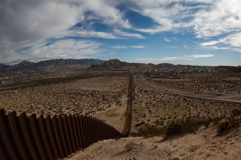 Mexicaanse muur VS minstens 5,40 meter hoog