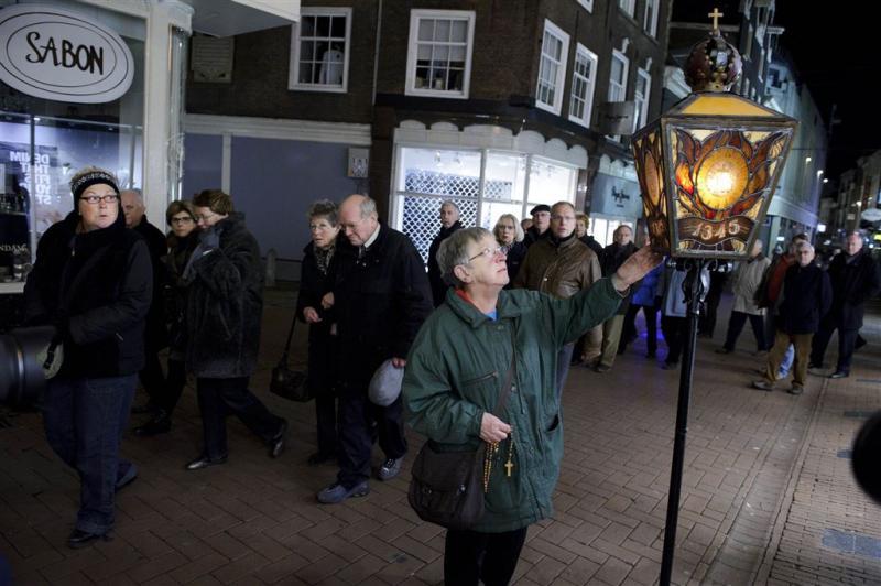 Bedevaartgangers trekken door Amsterdam
