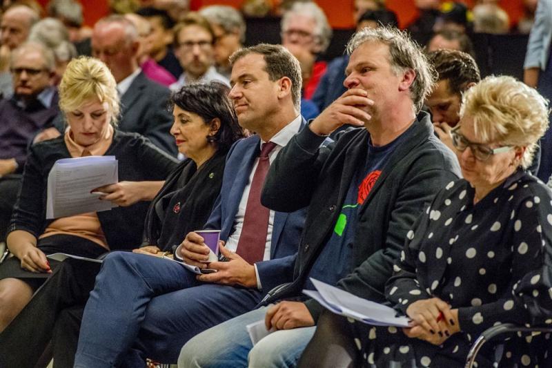 PvdA sluit rijen rond Asscher