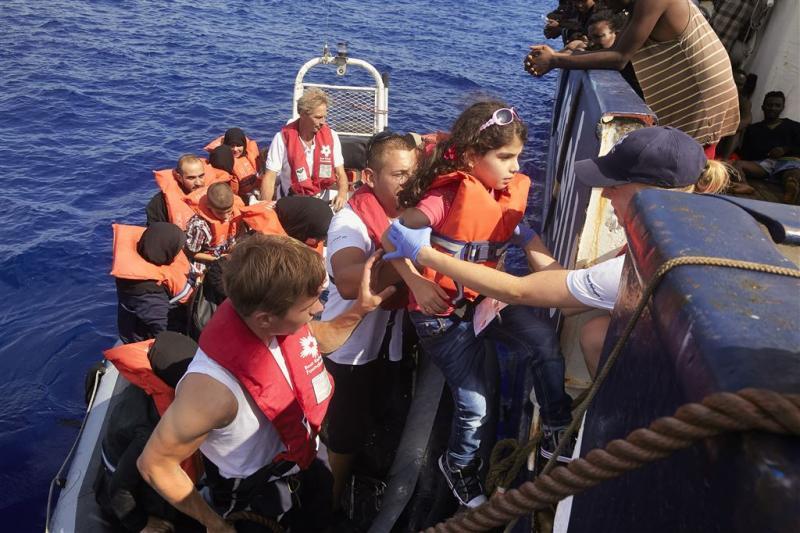Weer duizenden migranten gered op zee