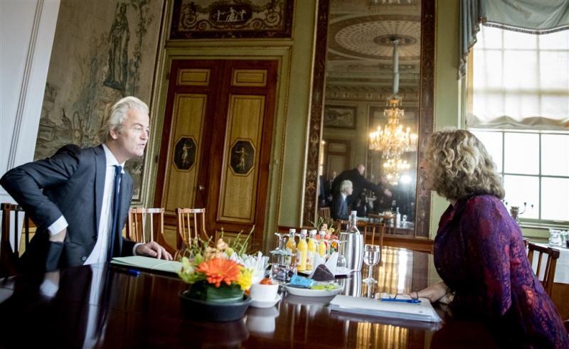 Kort gesprek Wilders bij verkenner Schippers