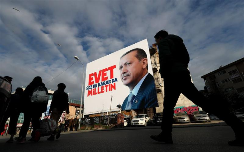 Steden alert op stemmen Turks referendum