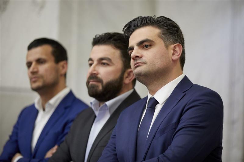Kamerleden DENK blijven staan uit protest
