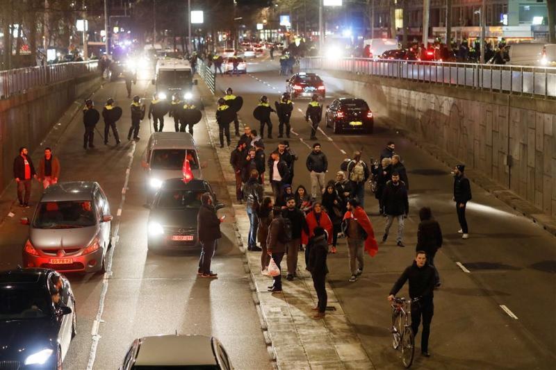 Politie toont foto's relschoppers Rotterdam