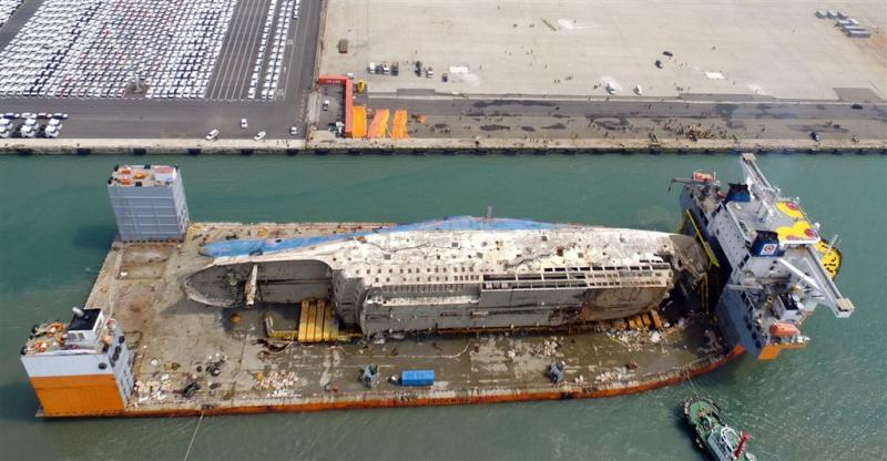 Rampschip Sewol aangekomen in haven