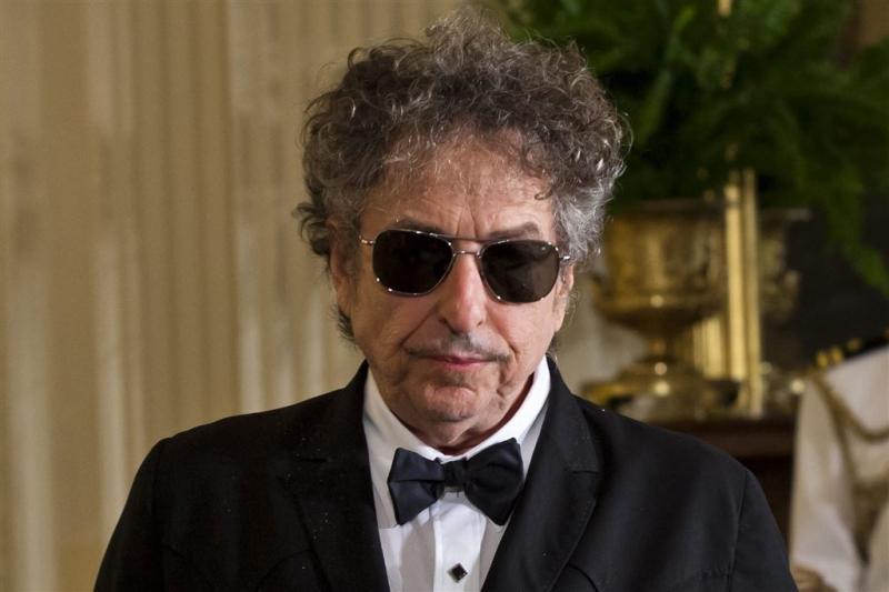 Dylan haalt Nobelprijs op