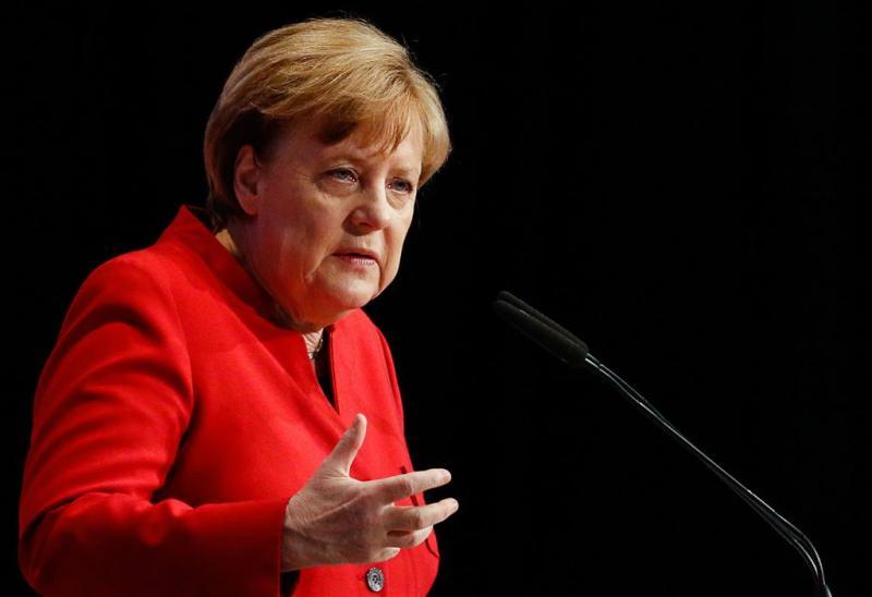 Merkel: vluchteling integreert beter in dorp