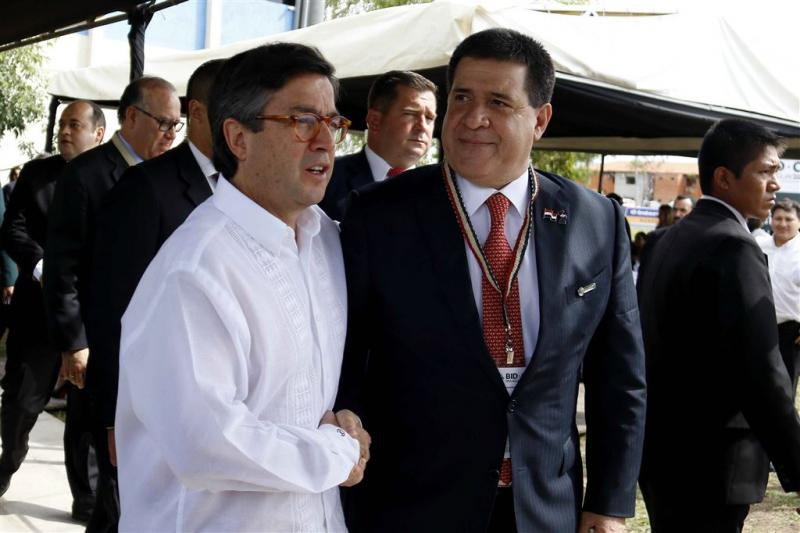 Bestorming en brand in parlement Paraguay