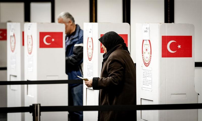 Stemhulp voor twijfelende Turkse kiezers