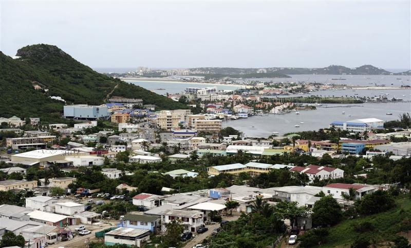 Kabinet grijpt in op Sint Maarten
