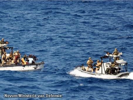 Nederlands fregat onderschept piraten (Novum)