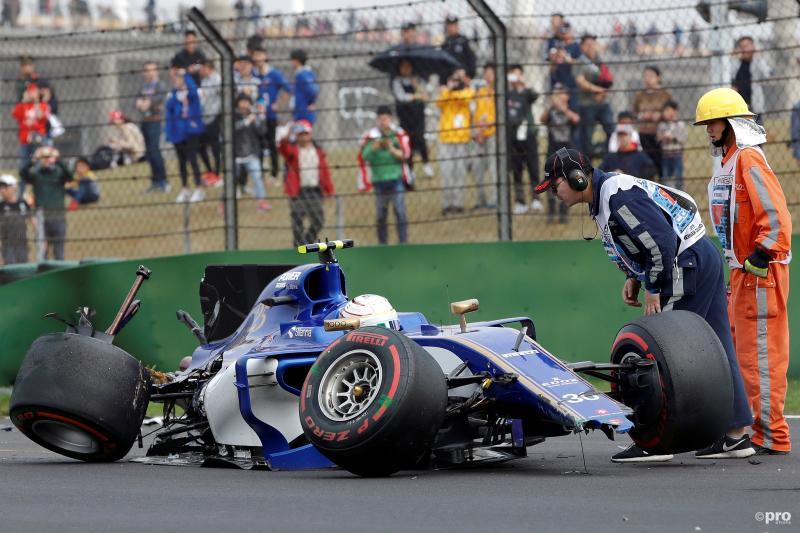 Formule 1-coureur Antonio Giovinazzi hield zijn Sauber niet heel tijdens de Grand Prix van China, wat zou een goed onderschrift zijn bij deze foto? (Pro Shots / Action Images)