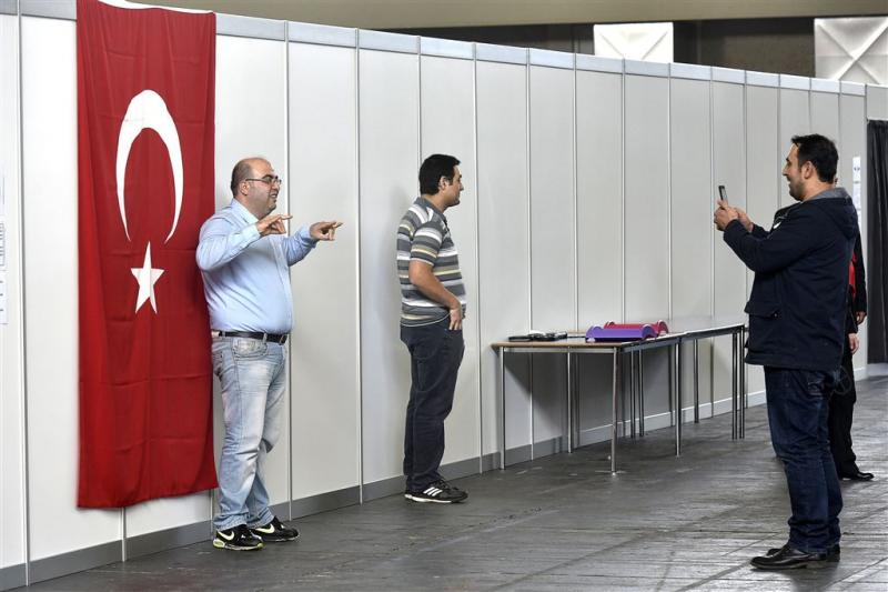 Tweederde Turkse Nederlanders steunt Erdogan