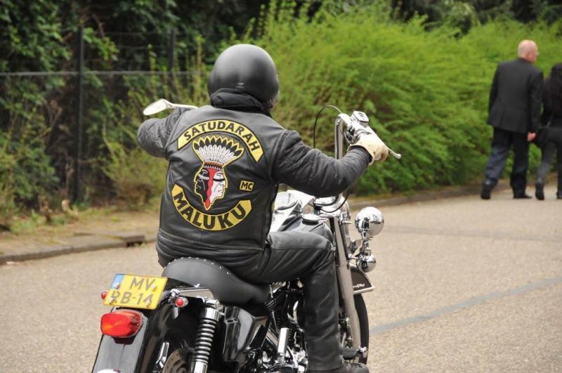 Ene motorbende netter dan de andere