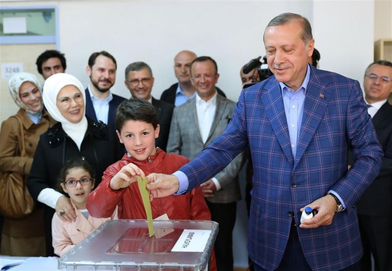 Erdogan brengt stem uit