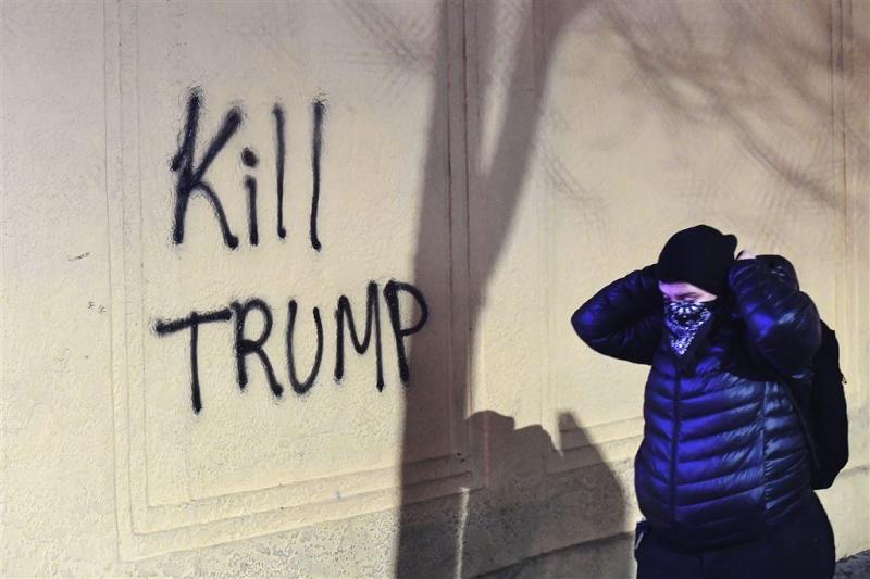 Rellen bij pro-Trump-bijeenkomst Californië