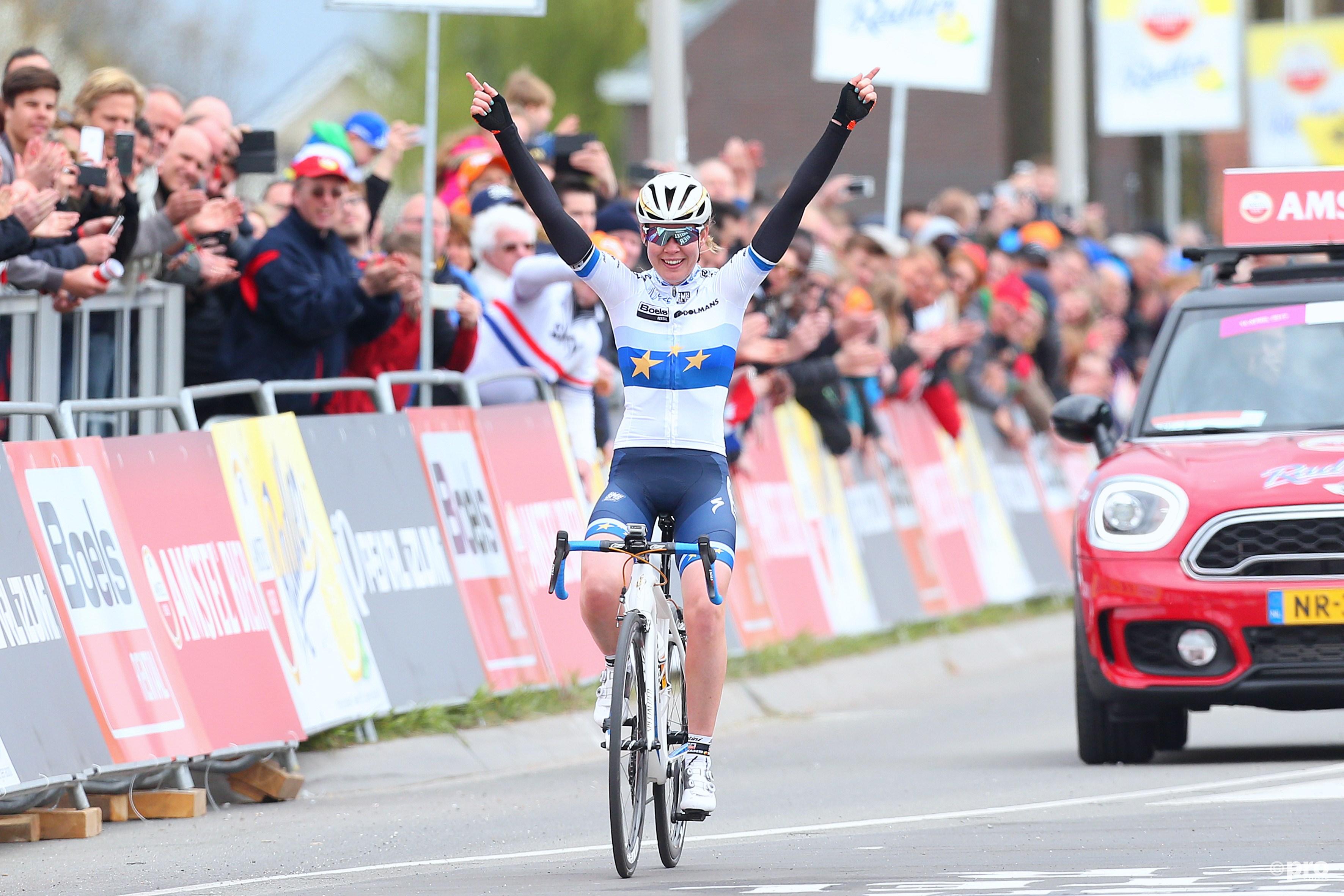 Anna vd Breggen wint de Gold Race voor vrouwen. (PRO SHOTS/Henk Korzelius)
