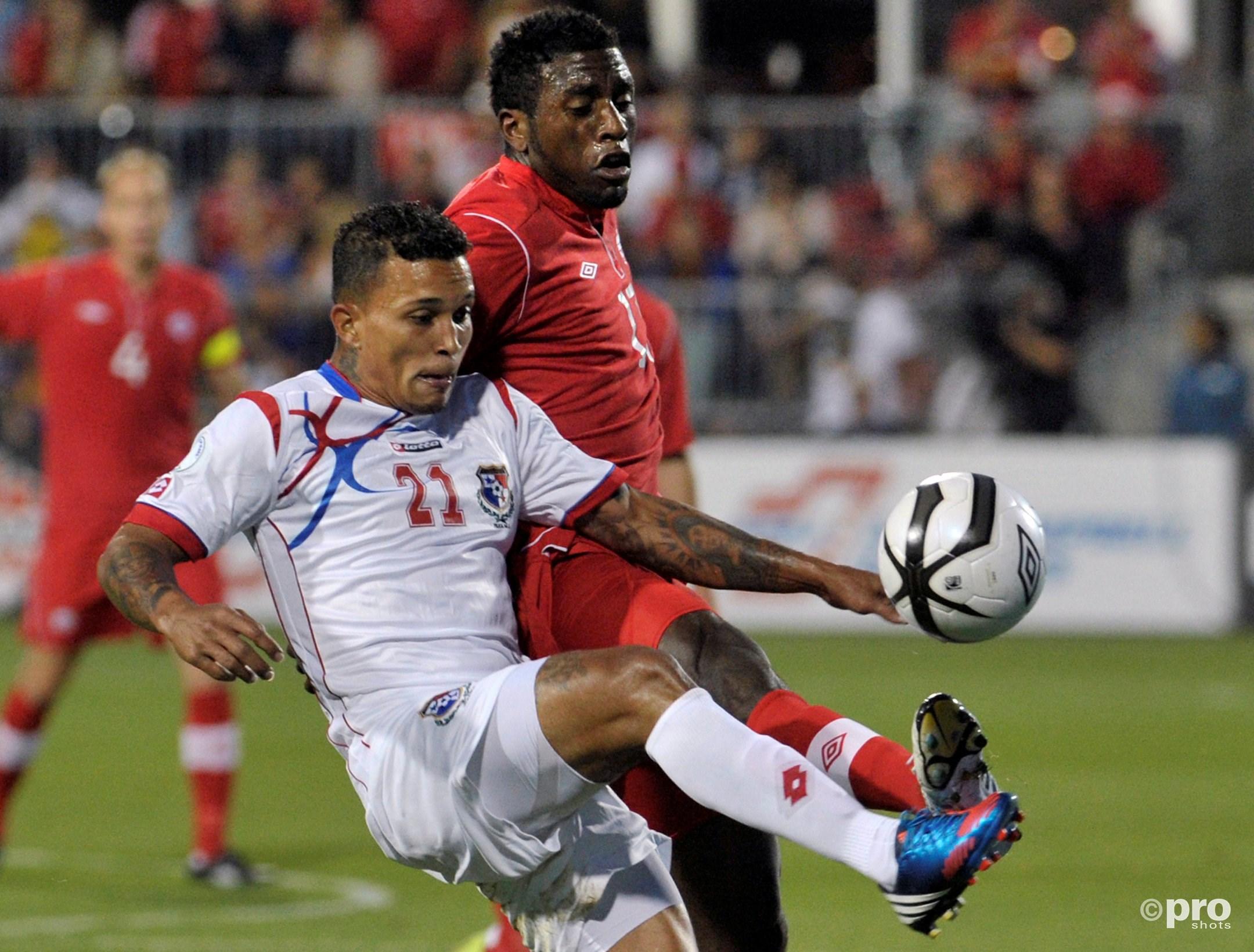 Henriquez (21) in actie in een WK-kwalificatiewedstrijd tegen Canada (Pro Shots/Action Images)
