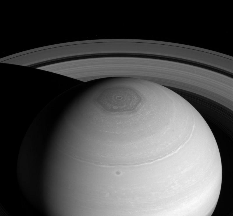 Maan Saturnus heeft 'bubbelbad' van stikstof