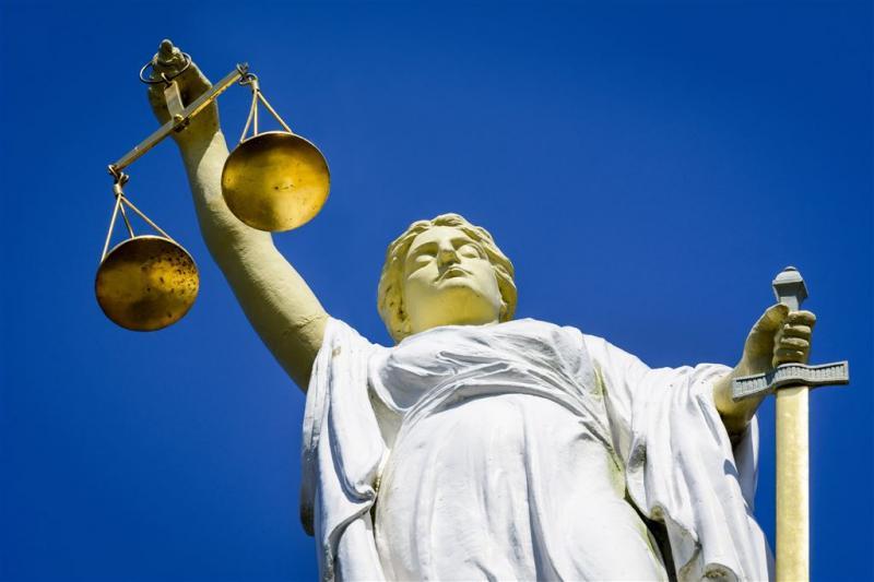 Eis 30 maanden voor chantage met naaktfoto's