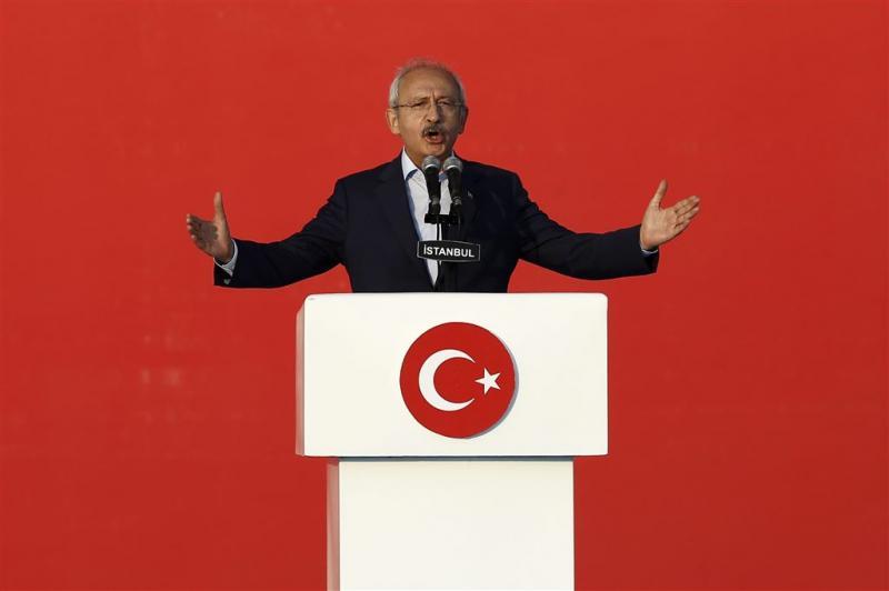 Turkse oppositie naar rechter om referendum