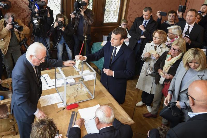 Kanshebbers Macron en Le Pen stemmen