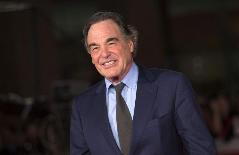 Oliver Stone maakt docuserie over Poetin