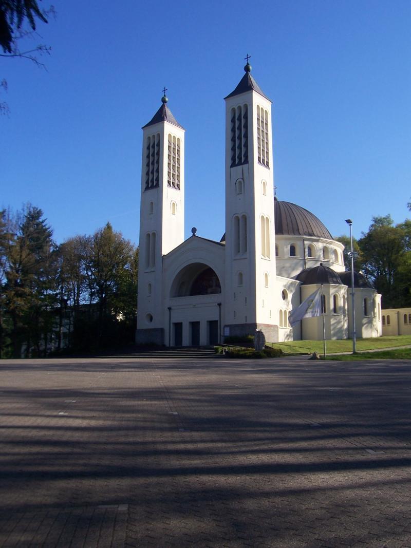 Zondag heb ik een wandeling gemaakt in de ongeving van Nijmegen. Deze foto is van de Cenakelkerk in de Heilig Landstichting (Foto: qltel)