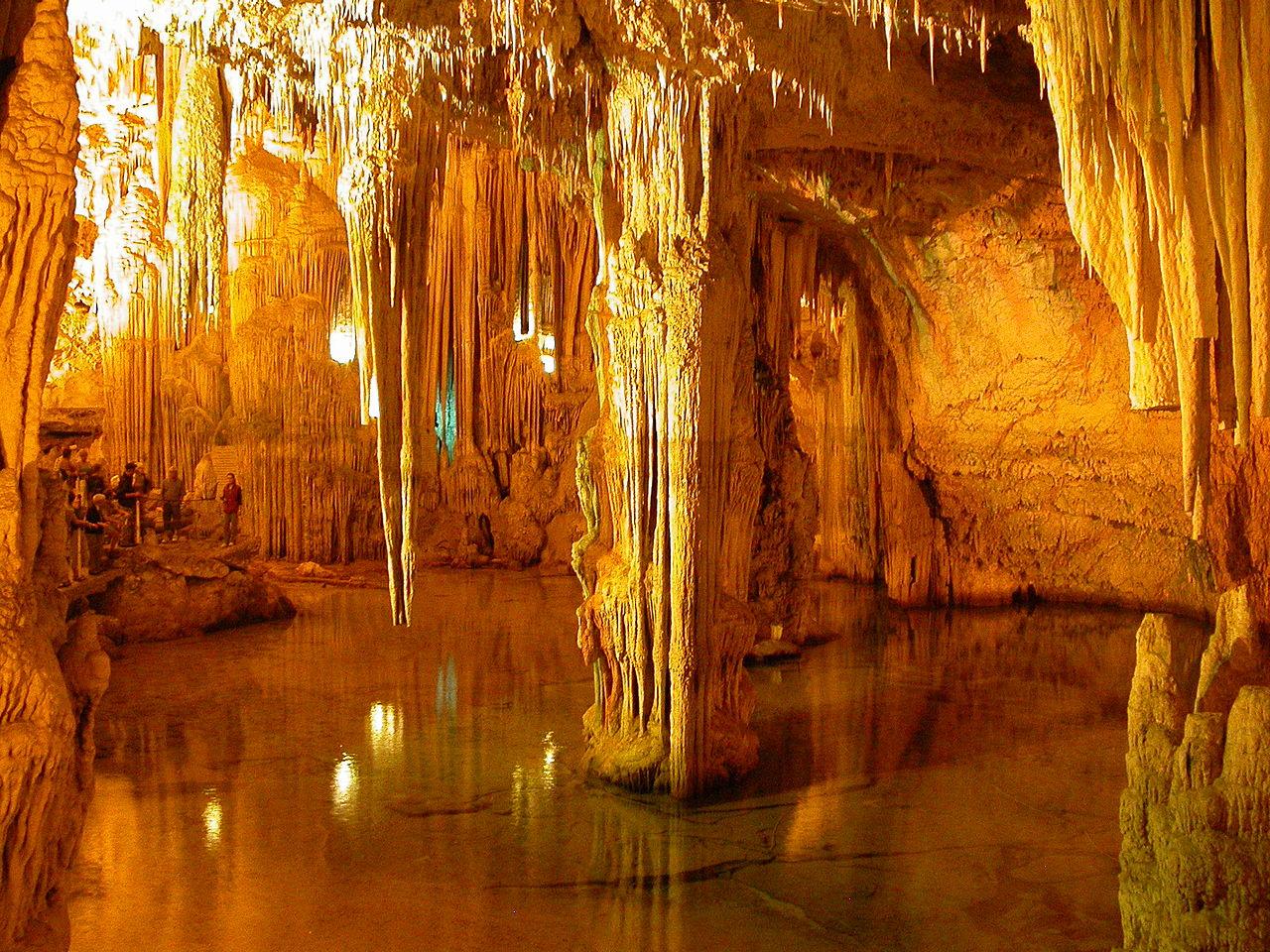 De grotten van Neptunus (Foto: WikiCommons/Tobias Helfrich)