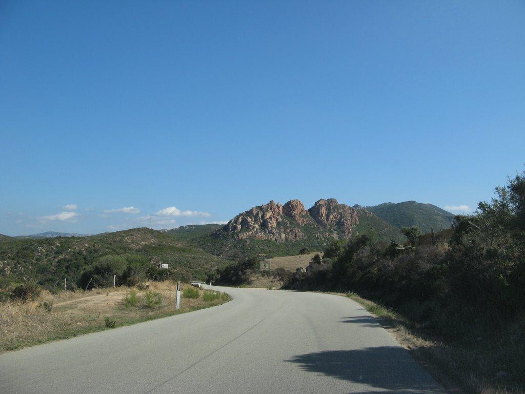 Mooie rotspartijen onderweg (Foto: Panoramio)