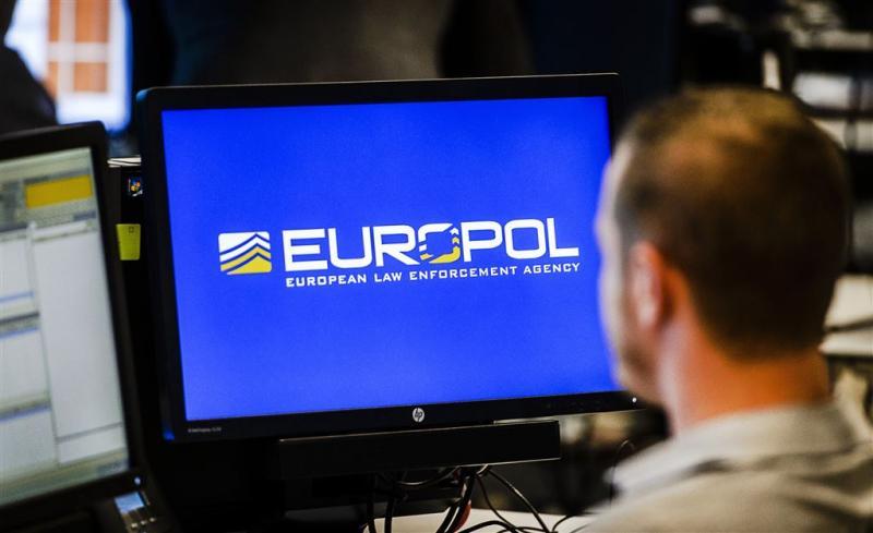 Verkoper drugs en wapens op dark web gepakt