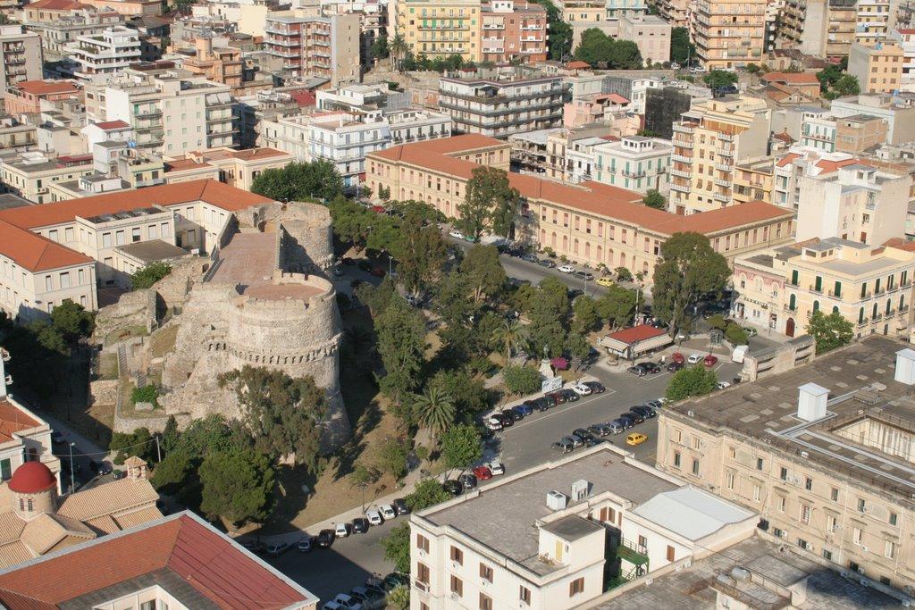 De overblijfselen van een Aragonees kasteel in Reggio Calabria (Foto: Panoramio)