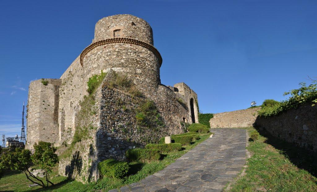 Een Normandisch kasteel bij Vibo Valentia (Foto: Panoramio)
