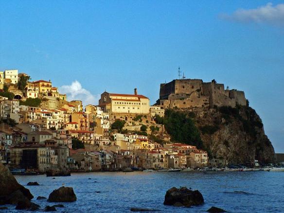 Het mooie kustdorp Scilla (Foto: WikiCommons)