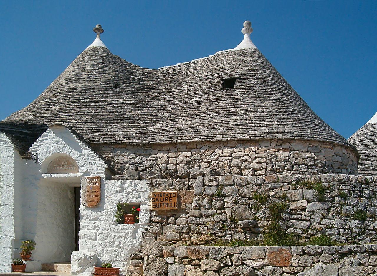 Siamese trulli in Alberobello (Foto: WikiCommons/Marcok)