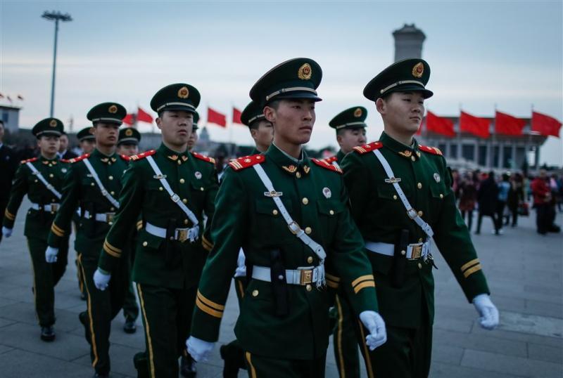 China zet raketwerpers op omstreden rif
